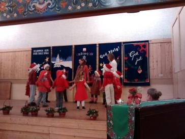 Little Finns performing.